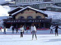 Al Lino's Bar l'After Ski si passa anche sui pattini